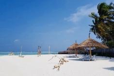 Gaafaru bikini beach