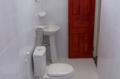 Maldives guest house - bathroom