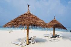 Gaafaru bikini beach realax in the shadow